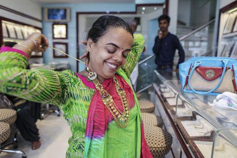 インドの金装飾小売り店