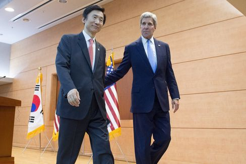 John Kerry and Yun Byung Se