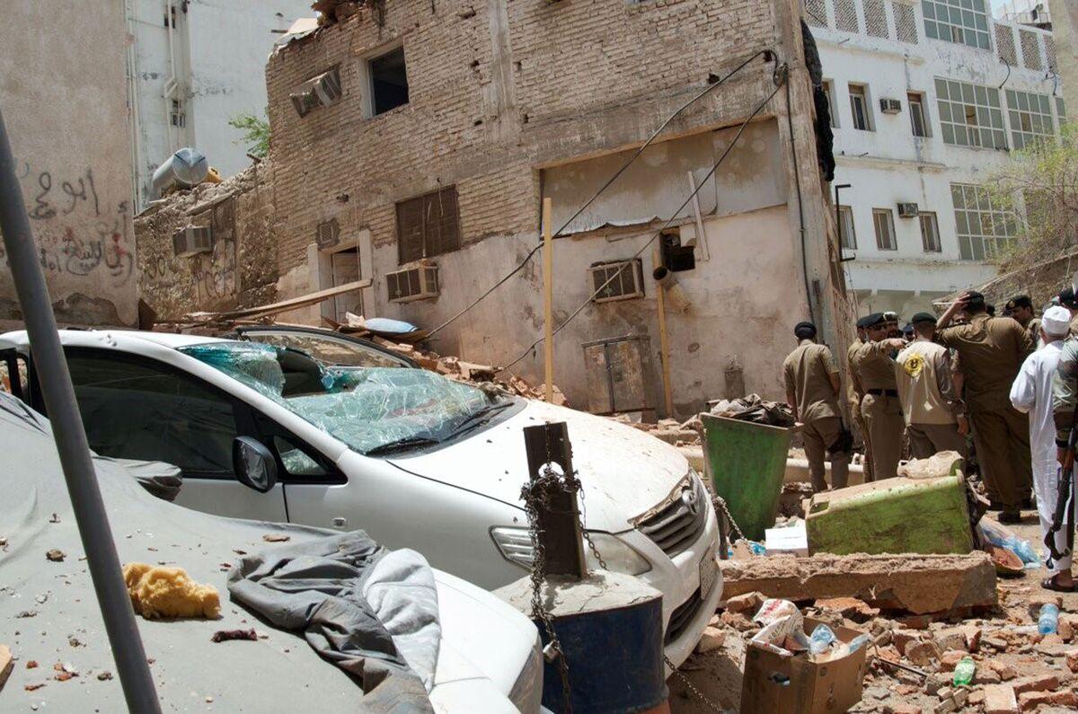 Suicide Bomber Blows Himself Up as Saudis Foil Mecca Plot – Bloomberg