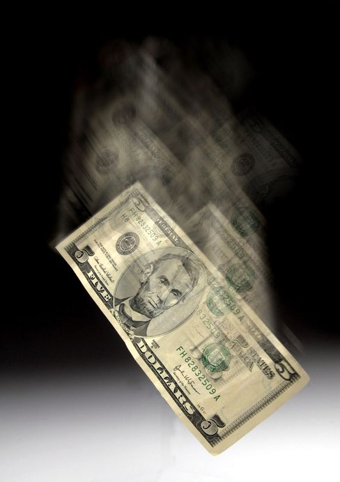 Dollar to Become World's 'Weakest Currency,' JPMorgan