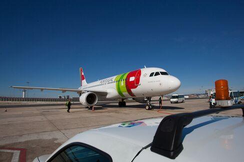 Lufthansa to Consider Bid for Star Partner TAP in Portugal
