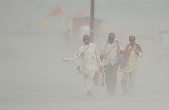 Dust Storms Worsen India's Air as Part of Deadly `New Normal'