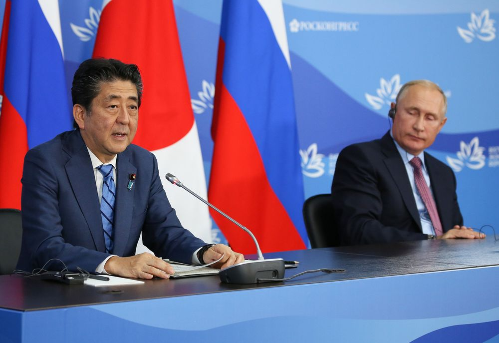 Putin and Abe Agree to Speed Up Talks Over Disputed Islands