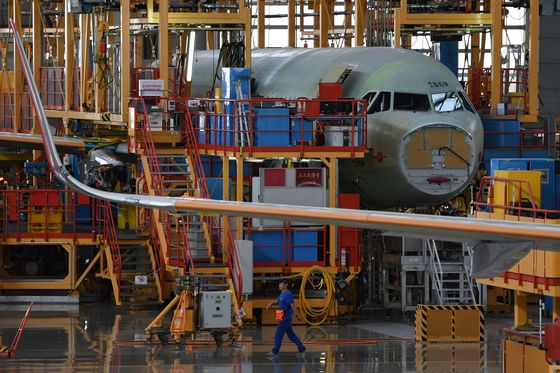 Virus Hits Planemakers as Airbus, Boeing Shutter China Plants
