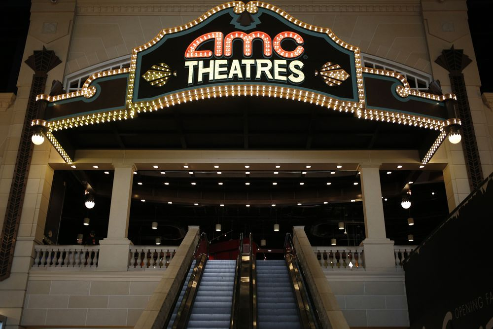 Universal Amc Movie Theater Deal Could Upend Industry Bloomberg