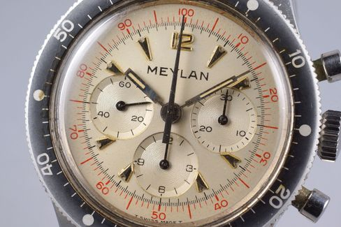 A closer look at the red printing and arrow-shaped markers on the Meylan dial.