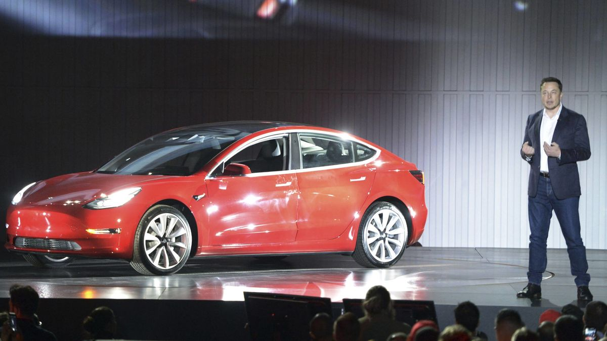 Tesla Invites Model 3 Reservation Holders to Configure Their Cars—For $2,500