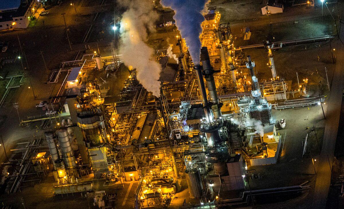 Oil Rebound's Dirty Little Secret Threatens U.S. Gas Bulls