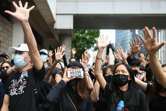 Crowds Flood Hong Kong Court; Subway Faces Early Closure Again