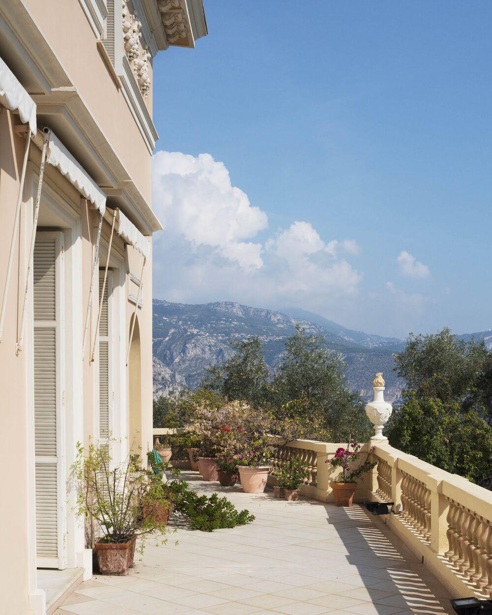 6903d8c4f61 Look Inside Villa Les Cedres