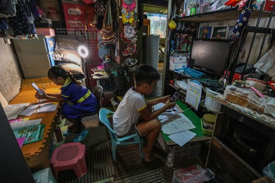 Economic Recovery in Philippines Hinges on Kids Leaving Lockdown
