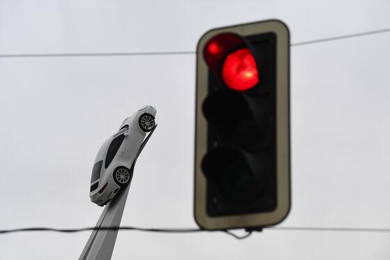 Porsche, Ferrari Cars Face $59,000 Gas-Guzzlers Tax in France