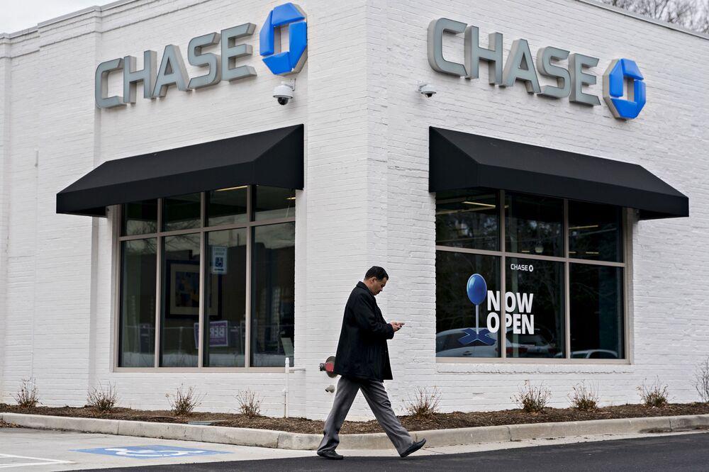 As U S  Banks Shut Branches, JPMorgan Leads Shift Toward