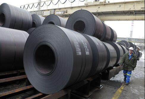 ArcelorMittal First-Quarter Profit Falls 24%, Exceeds Estimates