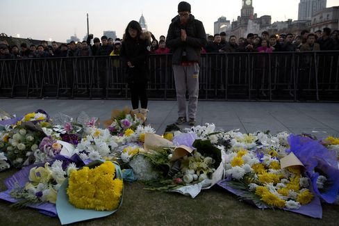 Shanghai Cancels New Year Celebrations After 36 Die in Stampede
