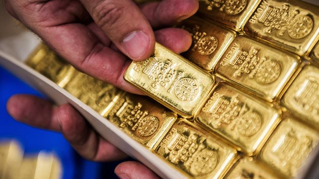 Gold Busts Above $1,350 as Iran Tension, Fed Outlook Spur Demand