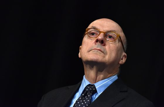 RBA Must Buy Bonds to Stave Off Stronger Aussie, Edwards Says