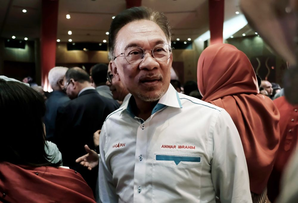 Malaysia Ruling Party Members Lash Out at Anwar Over Sex Video Comments