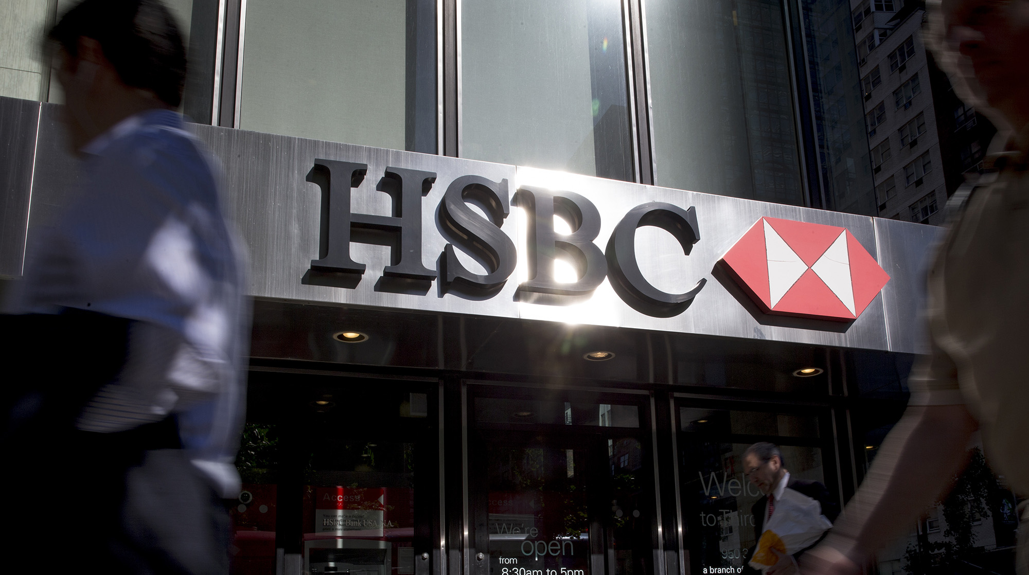 HSBC to Hire More Than 300 for U S  Retail Banking Expansion