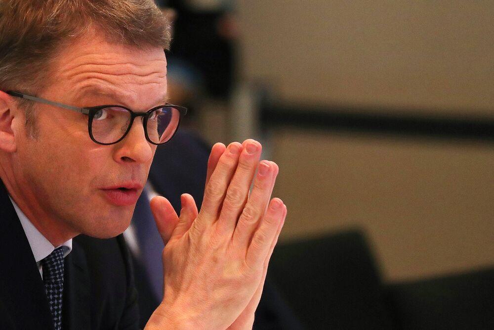 Deutsche Bank's Quiet Man Needs to Turn Up the Volume
