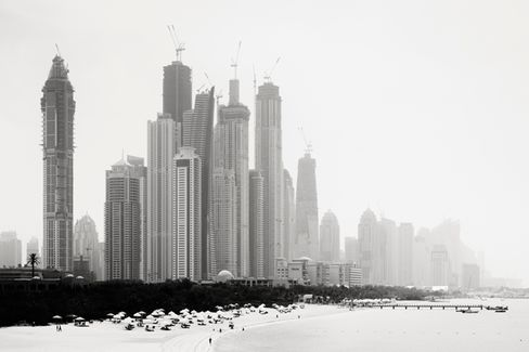 In Dubai, Services and Exports Drive a New Boom