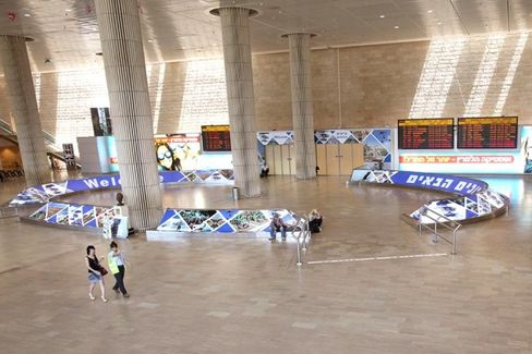 U.S. Bans Flights to Israel for a Second Day