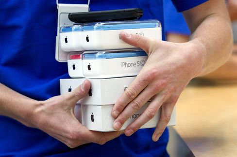Apple Sells 9 Million IPhones in Debut Weekend for Latest Models