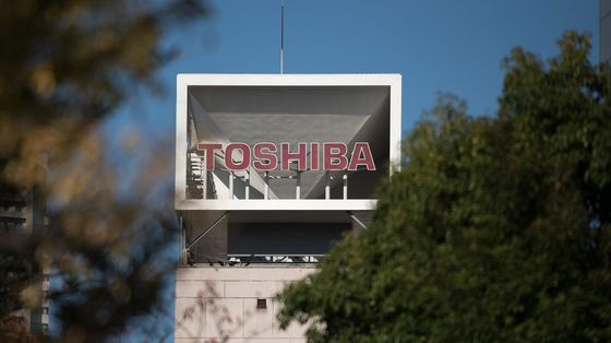 Toshiba to Drop Two Board Members as Investors Demand Action