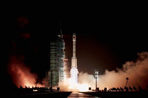 China Launch of Lab Closes Gap With U.S. in 'Crowded' Space