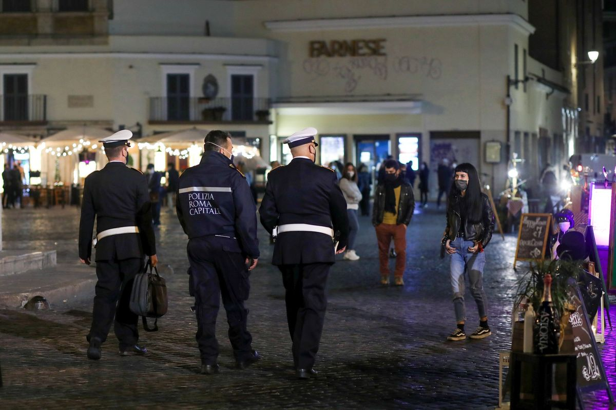 Europe Steps Closer to Lockdown-Level Curbs in Italy and Spain