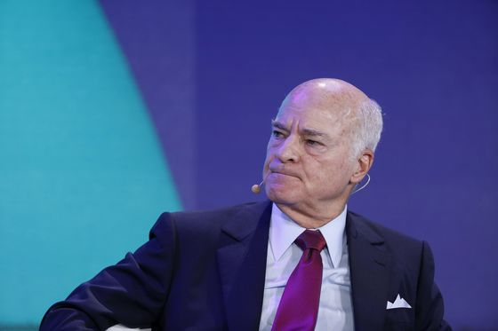 KKR's Henry Kravis Invests in Crypto Fund