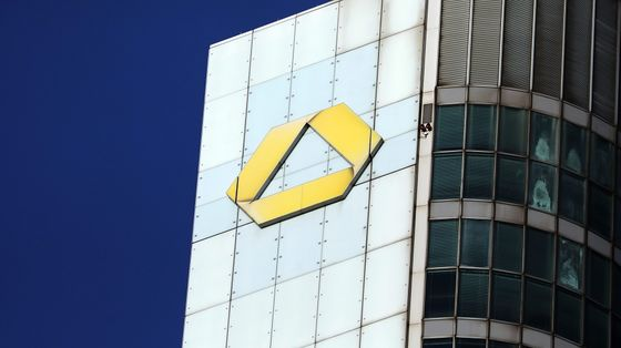 Commerzbank Picks Deutsche Bank's Knof as CEO for Overhaul