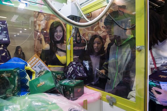 Claw Machine Craze Has Taiwan Looking Behind the Sofa for Coins