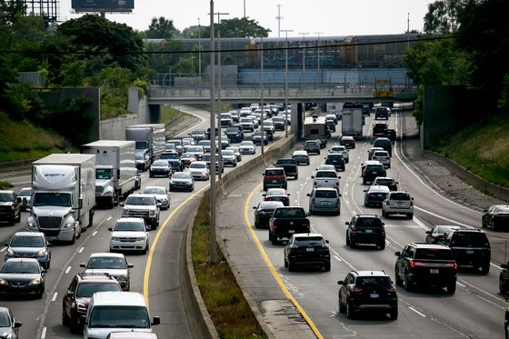 Detroit Drivers GetLeft in Trafficas Carmakers Dream UptheFuture