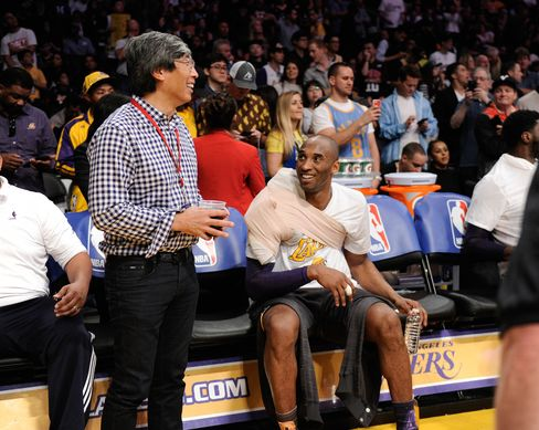 Patrick Soon-Shiong chats with Laker legend Kobe Bryant at an NBA basketball game in March 2016.
