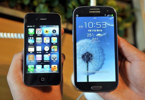 Apple May Try to Beat Record $1 Billion Samsung Patent Verdict