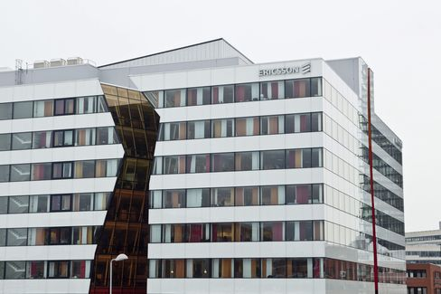 Ericsson Net Boosted by Mobile-Phone Stake Sale