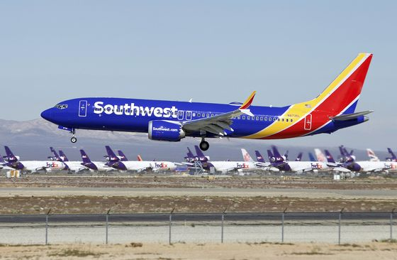 Boeing Climbs as Southwest Places Big Order for Smallest Max