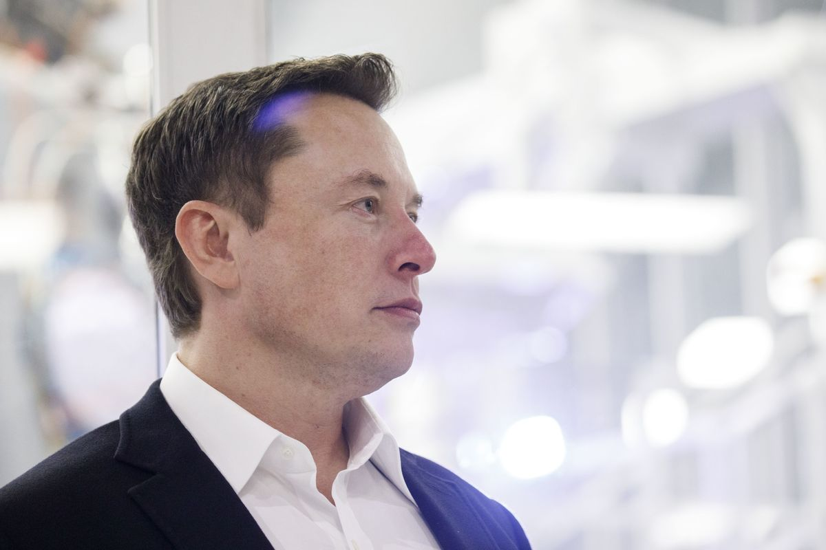 Elon Musk Defends Jack Dorsey After Taking a Jab at Jeff Bezos