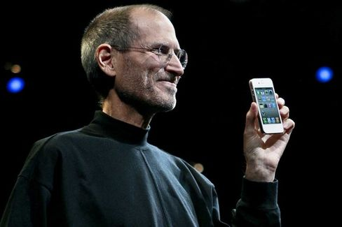Apple Seems to Think Steve Jobs???s Wonderful iPhone Was Too Small