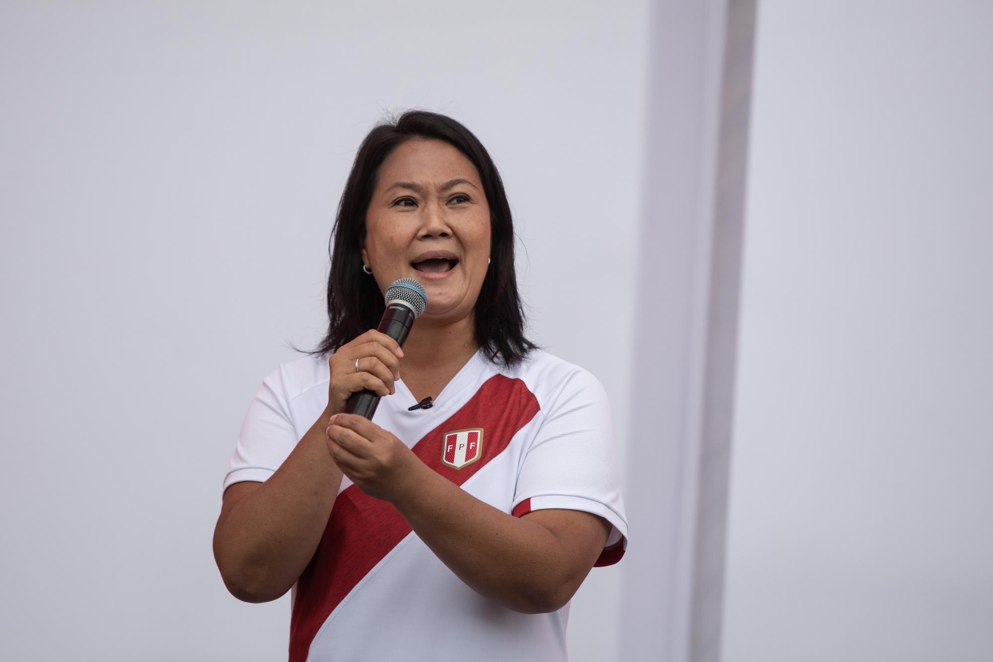 Los candidatos presidenciales peruanos están casi atados por votos falsos de Ipsos