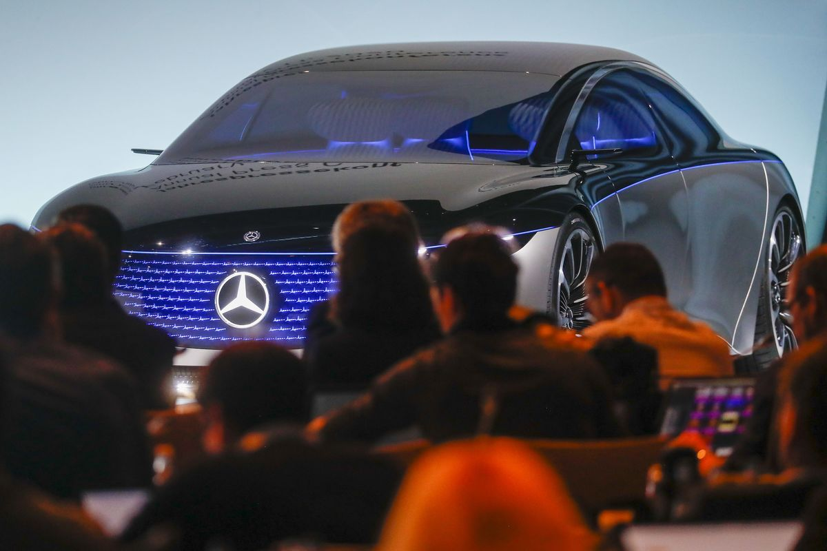 Daimler CEO Sees Solid Returns on Flagship E-Car, FAS Says thumbnail