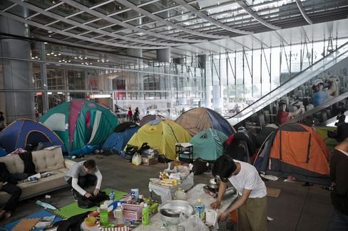 HSBC Asks Occupy Hong Kong Protesters to Leave Premises