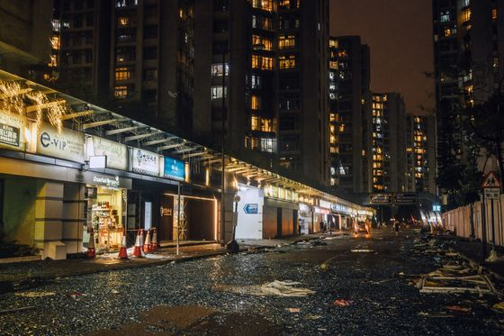 Mangkhut Moves Into China As Hong Kong Lowers Warnings