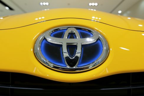 Toyota Said to Prepare to Raise Output Target Above 10 Million