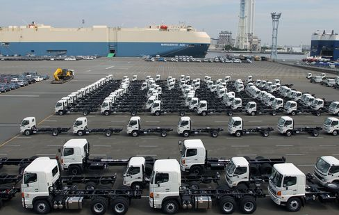 Japan Exports Fall as Yen, European Woes Slow Recovery