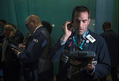 Traders work on the floor of the New York Stock Exchange (NYSE) in New York. Photographer: Scott Eells/Bloomberg