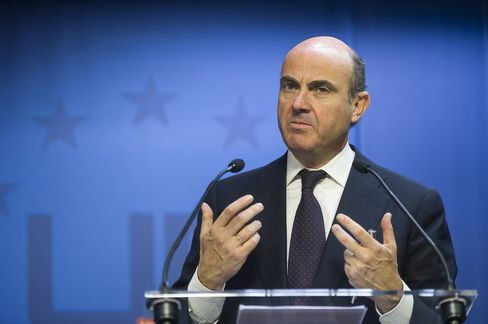 De Guindos Said to Push More Spain Cuts as Germany Signals Aid