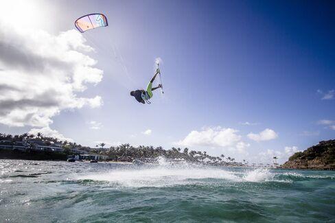 1467126419_kite-surf-st-barths-pursuits-bloomberg-lede-hp
