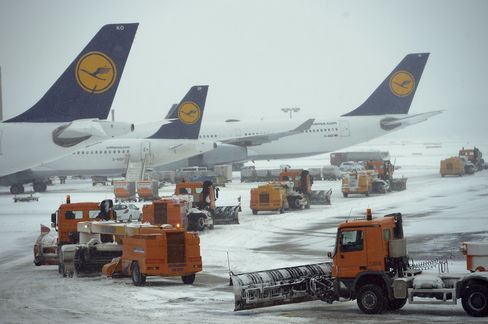 Snow Limits Frankfurt to Two Runways as Eurostar Slims Timetable